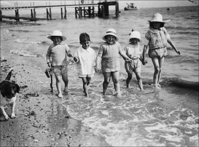 Μια μέρα στην παραλία πριν από 100 χρόνια (29)