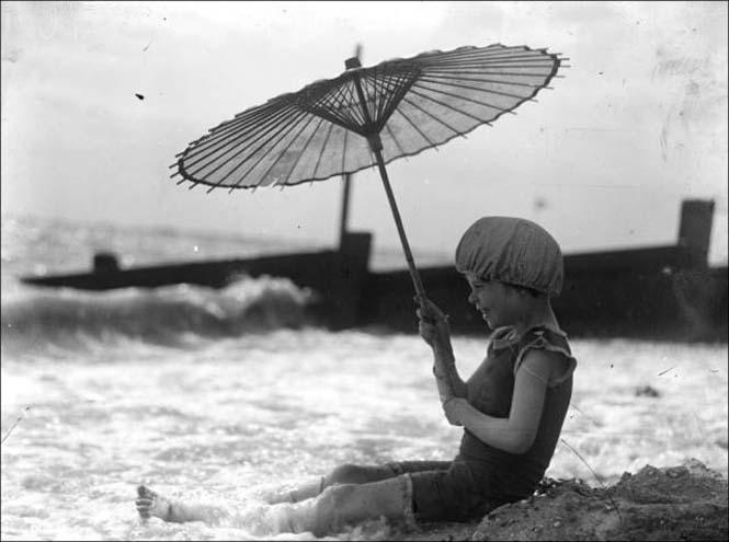Μια μέρα στην παραλία πριν από 100 χρόνια (30)