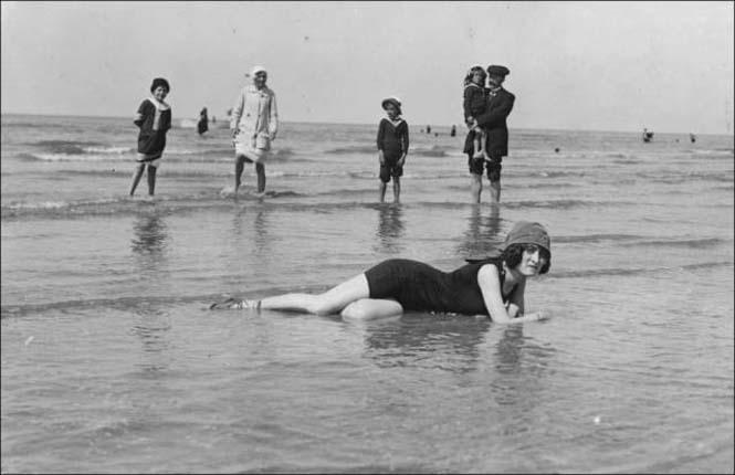 Μια μέρα στην παραλία πριν από 100 χρόνια (32)