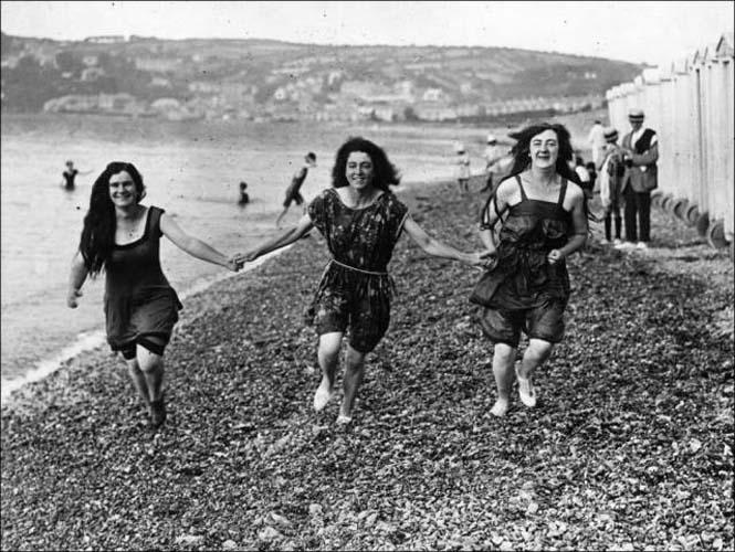Μια μέρα στην παραλία πριν από 100 χρόνια (33)