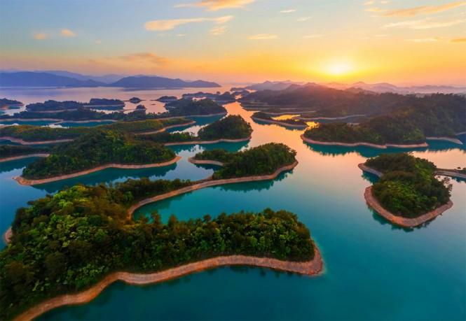 Το ηλιοβασίλεμα πάνω από την λίμνη Qiandao στην Κίνα   Φωτογραφία της ημέρας