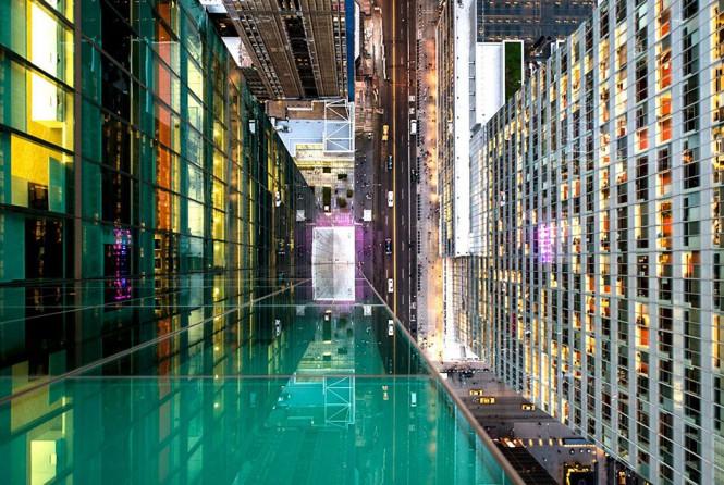 Κοιτάζοντας κάτω από την άκρη ενός ουρανοξύστη στη Νέα Υόρκη | Φωτογραφία της ημέρας