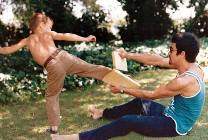 Ένας θρύλος διδάσκει τον γιο του | Φωτογραφία της ημέρας