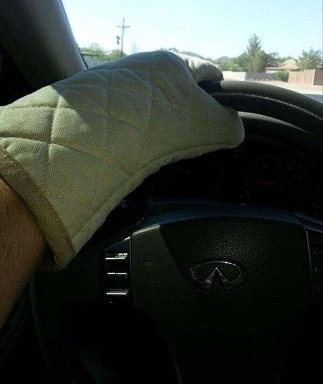 Το απαραίτητο αξεσουάρ για να πιάνεις το τιμόνι το καλοκαίρι | Φωτογραφία της ημέρας
