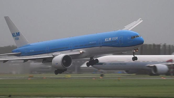 Το συγκλονιστικό βίντεο μιας προσγείωσης εν μέσω θυελλωδών ανέμων
