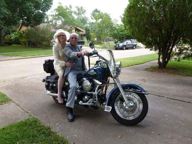 Ζευγάρι γιορτάζει την 40η του επέτειο κάνοντας αναπαράσταση των φωτογραφιών του γάμου τους (2)