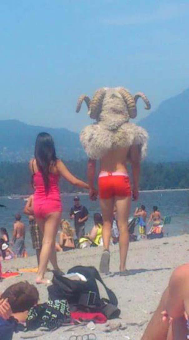27 κωμικοτραγικά σκηνικά που θα συναντήσεις στην παραλία (10)