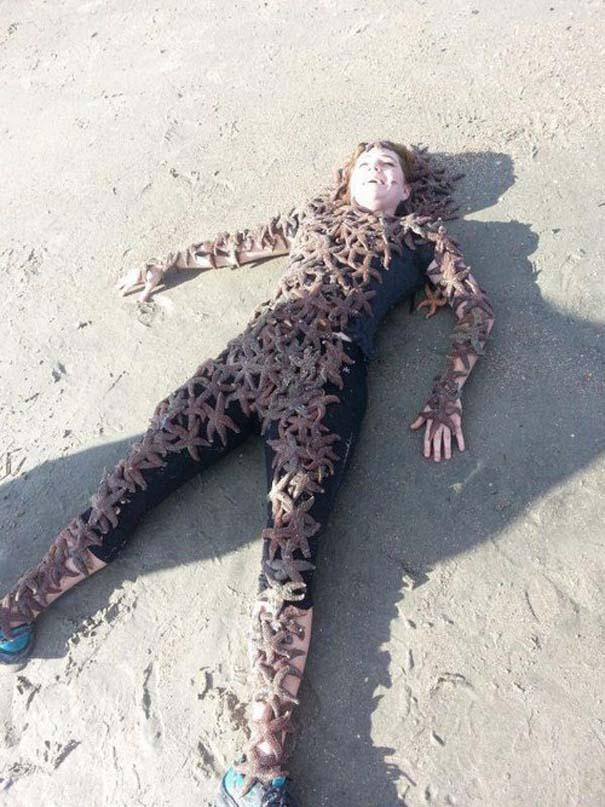27 κωμικοτραγικά σκηνικά που θα συναντήσεις στην παραλία (13)