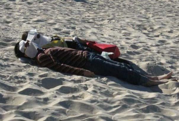 27 κωμικοτραγικά σκηνικά που θα συναντήσεις στην παραλία (22)