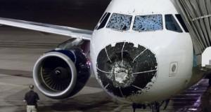 Αυτή είναι η εικόνα ενός αεροπλάνου μετά από αναγκαστική προσγείωση λόγω χαλαζόπτωσης