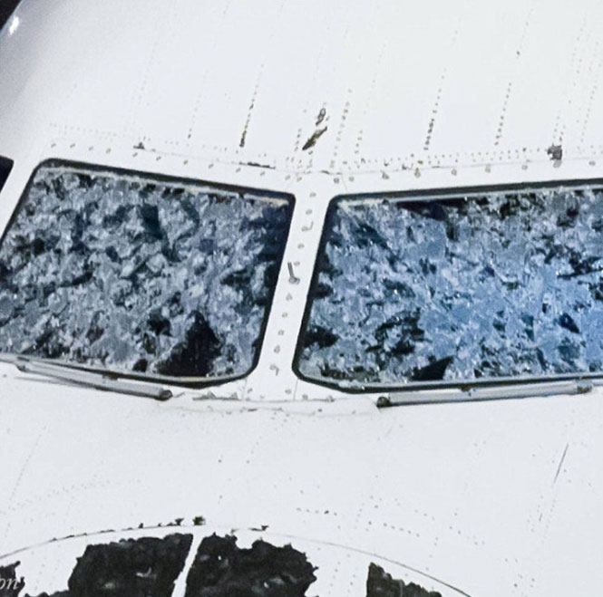 Αεροπλάνο μετά από χαλάζι (2)