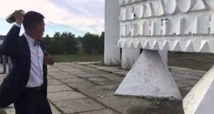 Ούτε μια στο εκατομμύριο: Απίστευτο στιγμιότυπο με μπουκάλι σαμπάνιας! (Video)