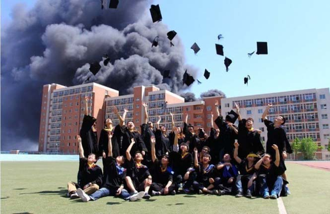 Εδώ ο κόσμος καίγεται... (1)
