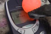 Καυτή μπάλα νικελίου πάνω σε Nokia 3310