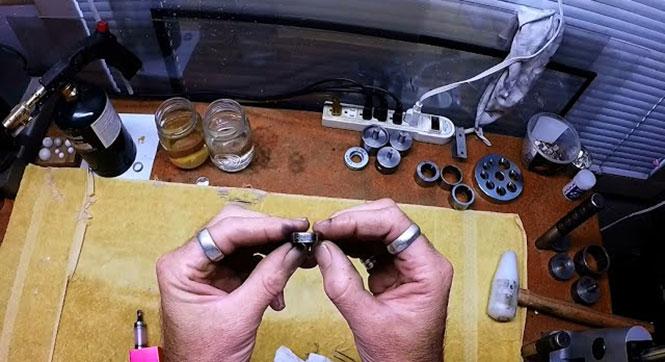 Μετατρέποντας ένα νόμισμα σε δαχτυλίδι μέσα σε 2 λεπτά