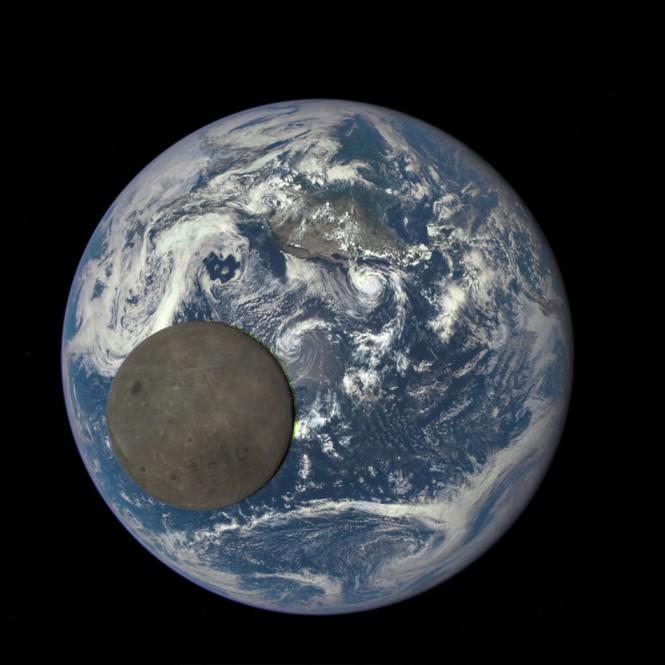 Η NASA κατέγραψε την σκοτεινή πλευρά της Σελήνης καθώς περνούσε μπροστά από την Γη   Φωτογραφία της ημέρας