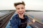 Θεότρελος Ρώσος αποφάσισε να «σερφάρει» πάνω σε τρένο