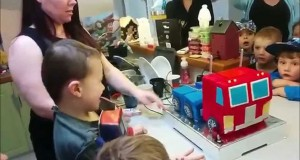Γονείς έφτιαξαν μια τούρτα γενεθλίων Optimus Prime που… μεταμορφώνεται! (Video)