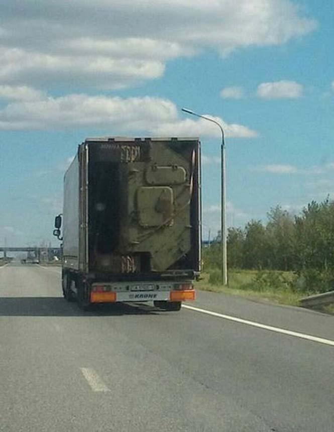 Είναι κι αυτός ένας τρόπος να μεταφέρεις ένα στρατιωτικό όχημα (2)
