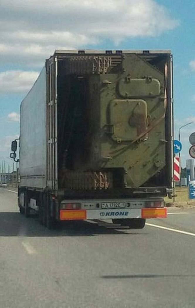 Είναι κι αυτός ένας τρόπος να μεταφέρεις ένα στρατιωτικό όχημα (4)