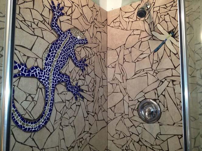 Βαρέθηκε το μπάνιο του και αποφάσισε να το αλλάξει σπάζοντας τα πλακάκια (7)
