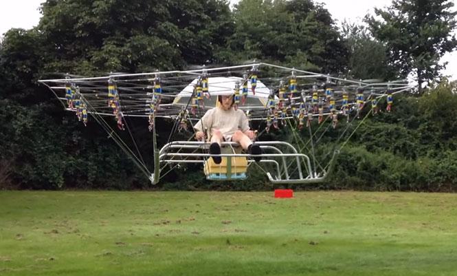 Άνδρας έφτιαξε το δικό του ελικόπτερο χρησιμοποιώντας 54 drones