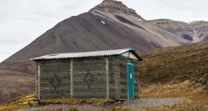 Αυτό το ασυνήθιστο σπίτι φτιάχτηκε από άδεια μπουκάλια