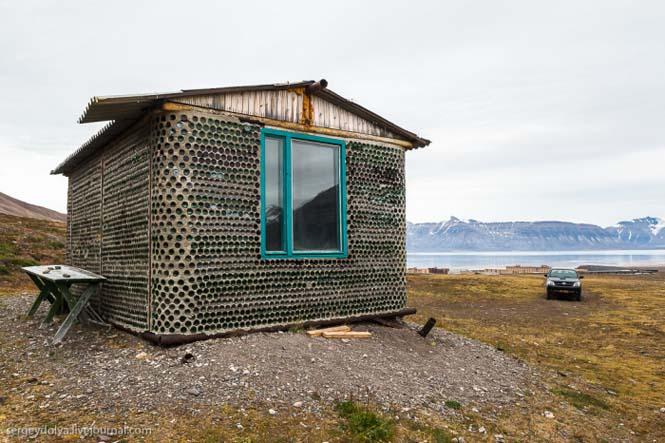 Ασυνήθιστο σπίτι που φτιάχτηκε από άδεια μπουκάλια (3)
