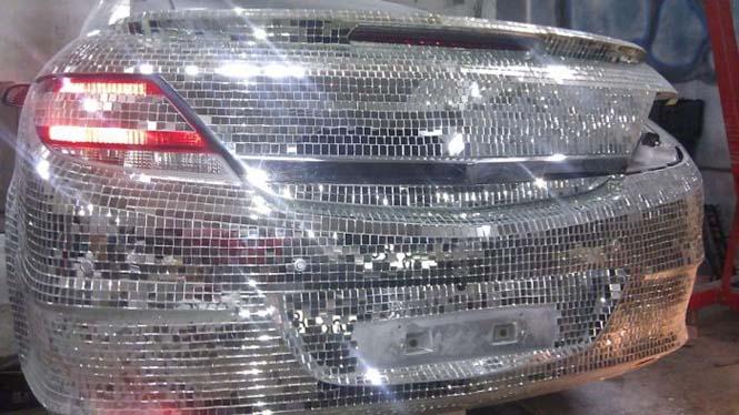 Αυτοκίνητο καλυμμένο από καθρέφτες (6)