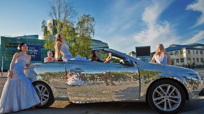 Αυτοκίνητο καλυμμένο από καθρέφτες (9)