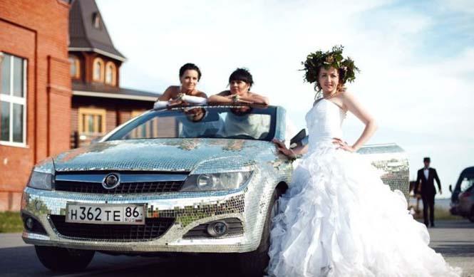 Αυτοκίνητο καλυμμένο από καθρέφτες (10)