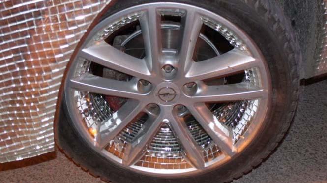 Αυτοκίνητο καλυμμένο από καθρέφτες (12)
