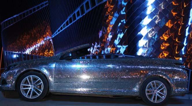 Αυτοκίνητο καλυμμένο από καθρέφτες (13)