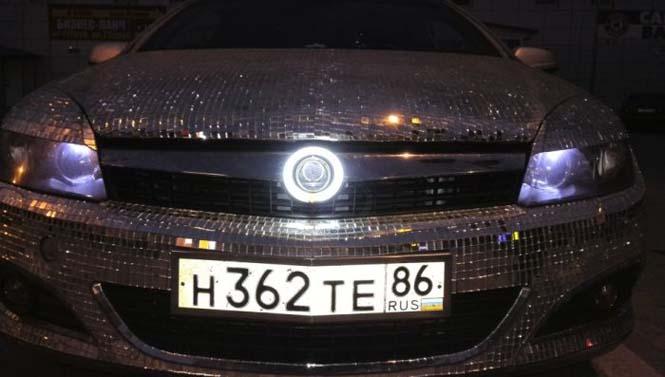 Αυτοκίνητο καλυμμένο από καθρέφτες (14)