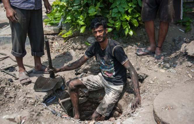 Οι δύτες υπονόμων στο Δελχί έχουν μια από τις πιο αηδιαστικές δουλειές στον κόσμο (2)
