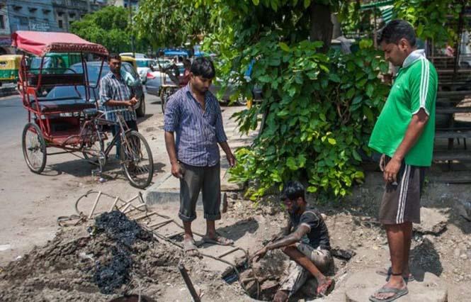 Οι δύτες υπονόμων στο Δελχί έχουν μια από τις πιο αηδιαστικές δουλειές στον κόσμο (3)