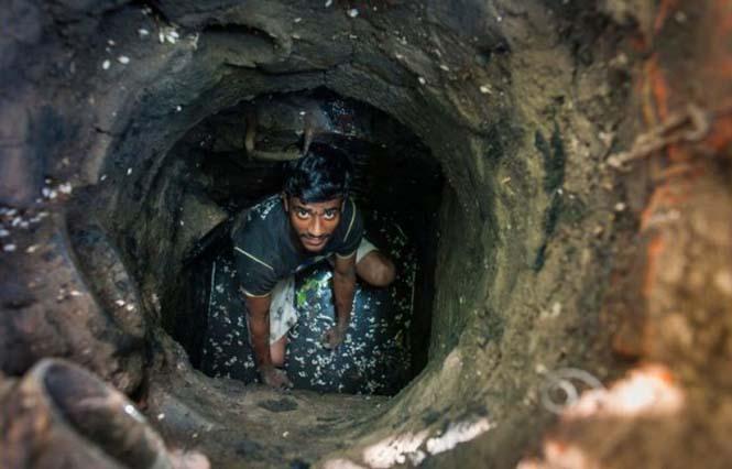 Οι δύτες υπονόμων στο Δελχί έχουν μια από τις πιο αηδιαστικές δουλειές στον κόσμο (9)
