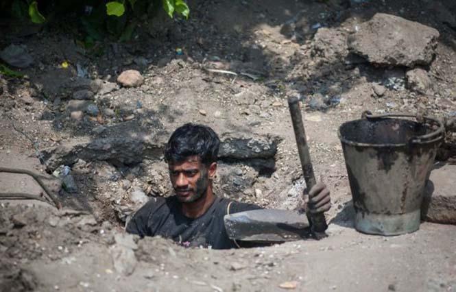 Οι δύτες υπονόμων στο Δελχί έχουν μια από τις πιο αηδιαστικές δουλειές στον κόσμο (10)