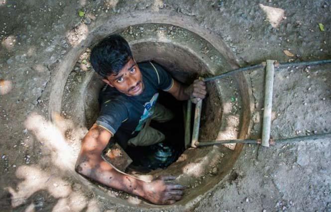Οι δύτες υπονόμων στο Δελχί έχουν μια από τις πιο αηδιαστικές δουλειές στον κόσμο (11)