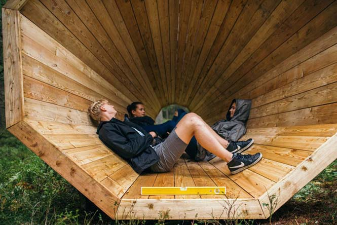 Φοιτητές κατασκεύασαν τεράστια ξύλινα μεγάφωνα σε δάσος της Εσθονίας - Δείτε γιατί (10)