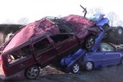 Ένα παλιό Volvo 850 υποβάλλεται στο απόλυτο crash test
