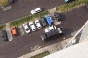 Πάρκαρε σαν γάιδαρος αλλά οι κάτοικοι της γειτονιάς του έδωσαν ένα μάθημα (1)