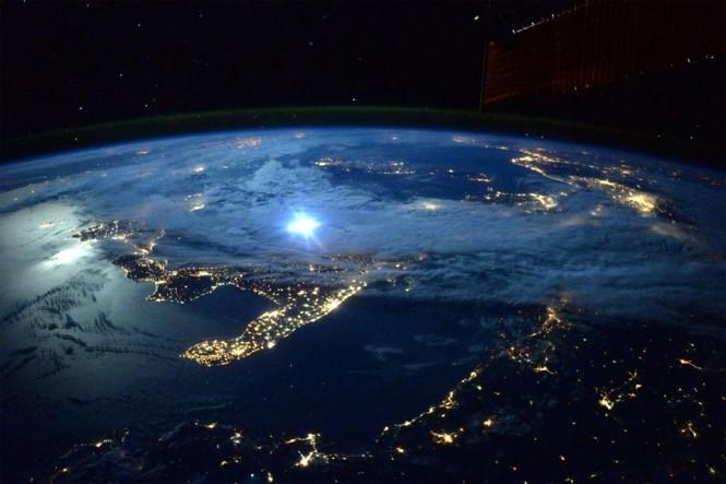 Το σεληνόφως πάνω από την Ιταλία   Φωτογραφία της ημέρας
