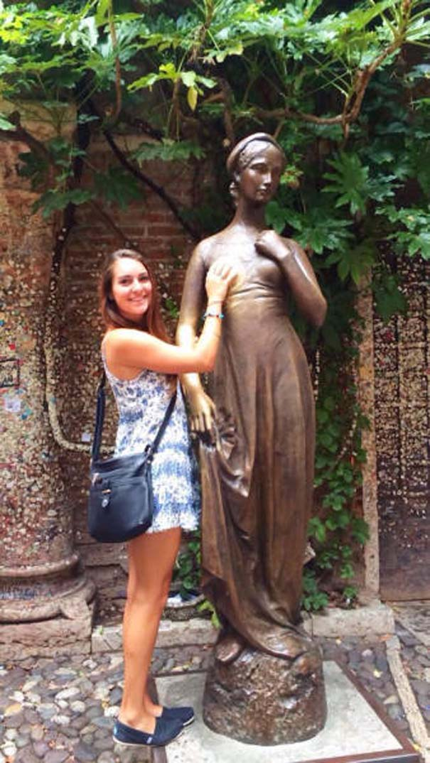 Ποζάροντας με αγάλματα #17 (4)