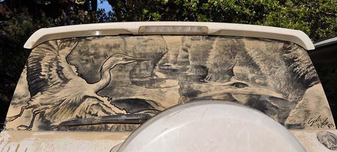 Εκεί που βλέπεις ένα σκονισμένο αυτοκίνητο, αυτός ο καλλιτέχνης βλέπει έναν κενό καμβά (1)