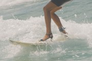 Surfing με ψηλά τακούνια