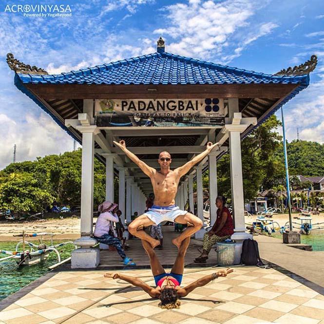 Ζευγάρι ταξιδεύει στον κόσμο με ακροβατικές στάσεις Yoga (2)