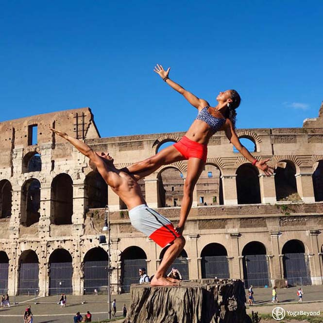 Ζευγάρι ταξιδεύει στον κόσμο με ακροβατικές στάσεις Yoga (5)