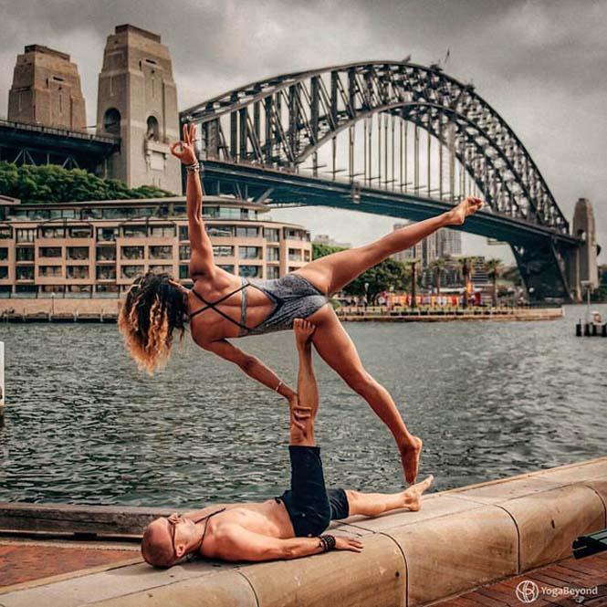 Ζευγάρι ταξιδεύει στον κόσμο με ακροβατικές στάσεις Yoga (6)