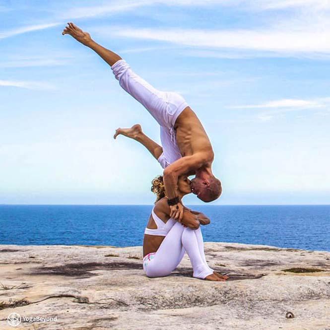 Ζευγάρι ταξιδεύει στον κόσμο με ακροβατικές στάσεις Yoga (7)